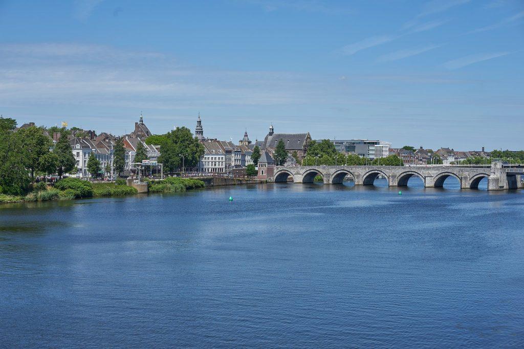 Fietsvakantie in Limburg, fietsen door en langs de mooie steden zoals Maastricht.